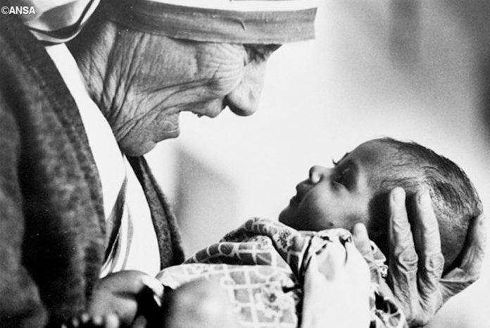 papa-lembra-madre-teresa-em-tweet-abramos-horizontes-de-esperanca-catholicus-696x466